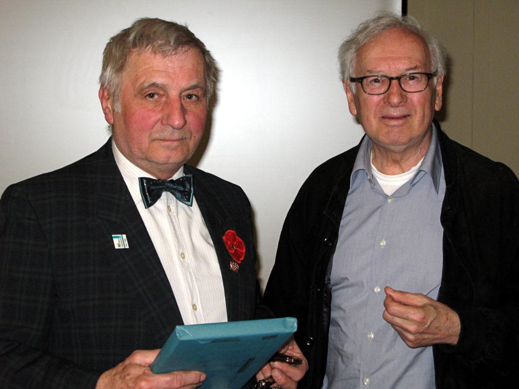 Werner Kilschautzky (rechts) dankt Georg Giwitz für den sehr lebendigen Vortrag